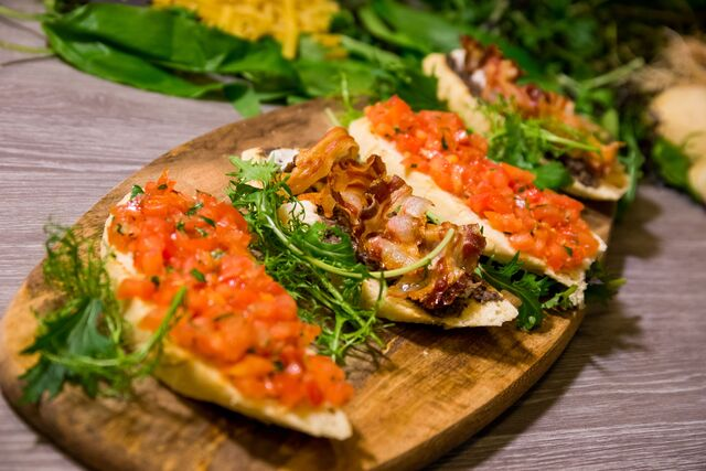 Try our bruschetta: a refreshing Istrian bruschetta or a classic tomato one