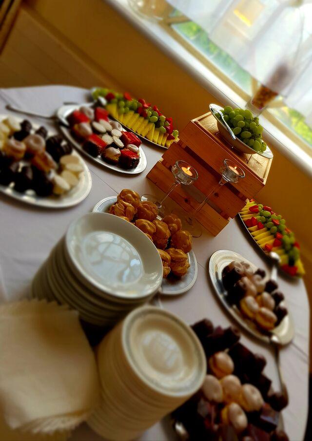 Stůl s dezerty raut