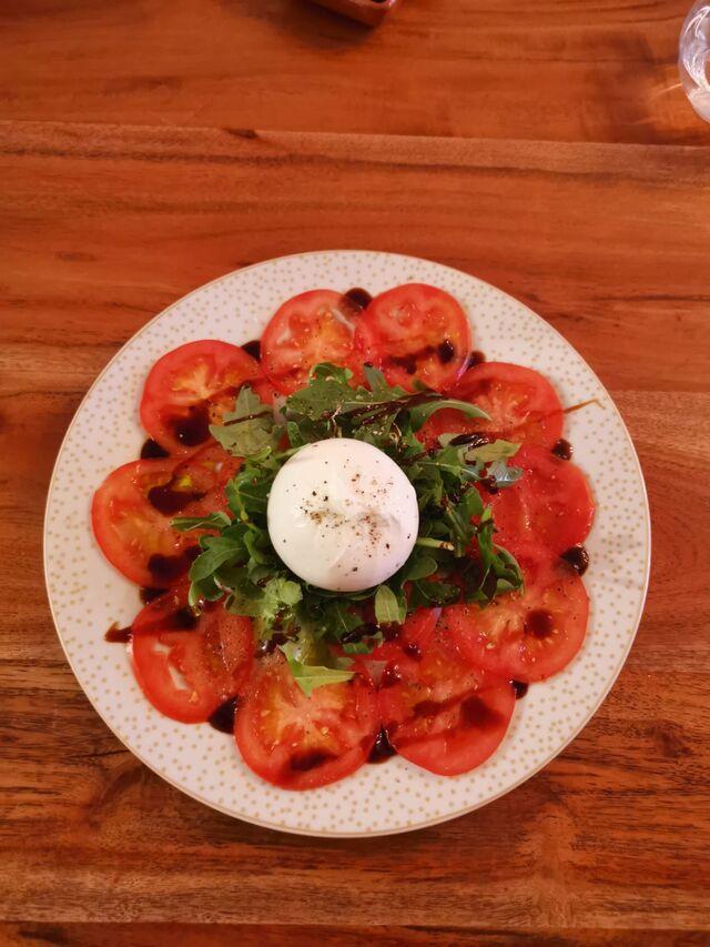Tomaten Carpaccio mit Burrata & Rucola