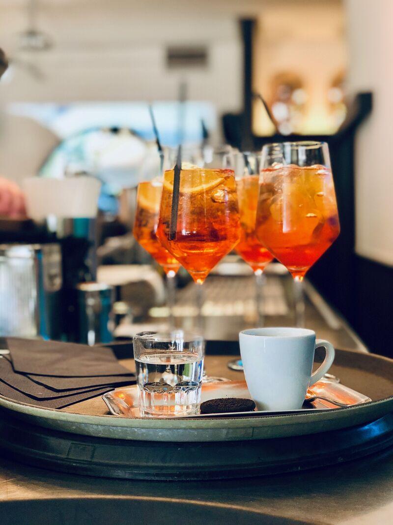 Aperol Spritz und Espresso