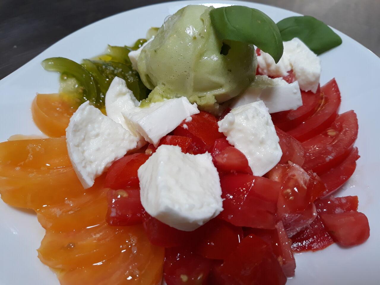 Tomates anciennes, sorbet basilic et fromage frais