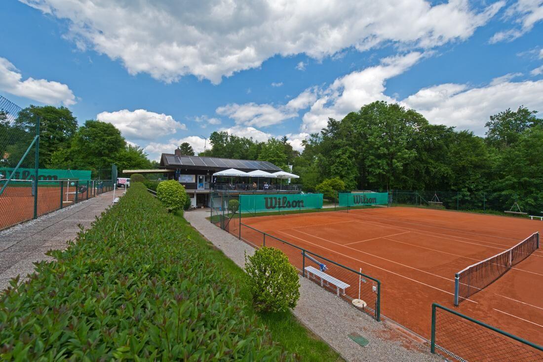 Ansicht vom Tennisplatz aus