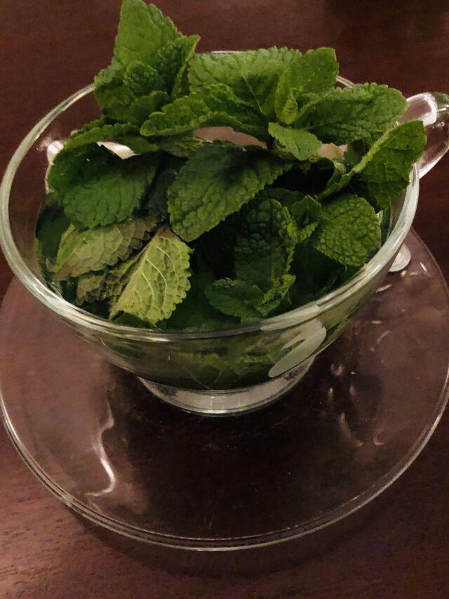 Tee mit frischer Minze aus Delhi