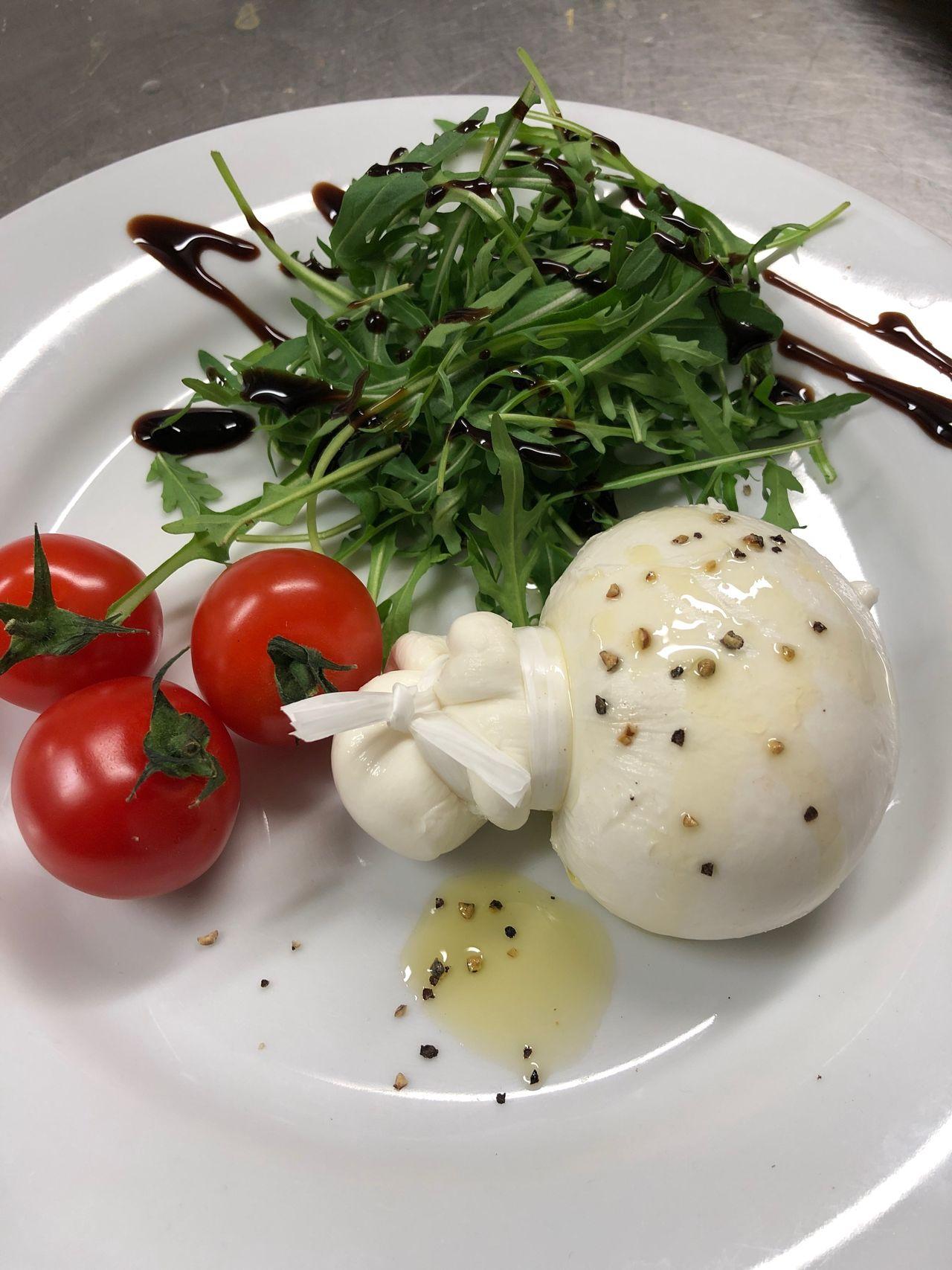 Burratta fraîche en direct d'Italie