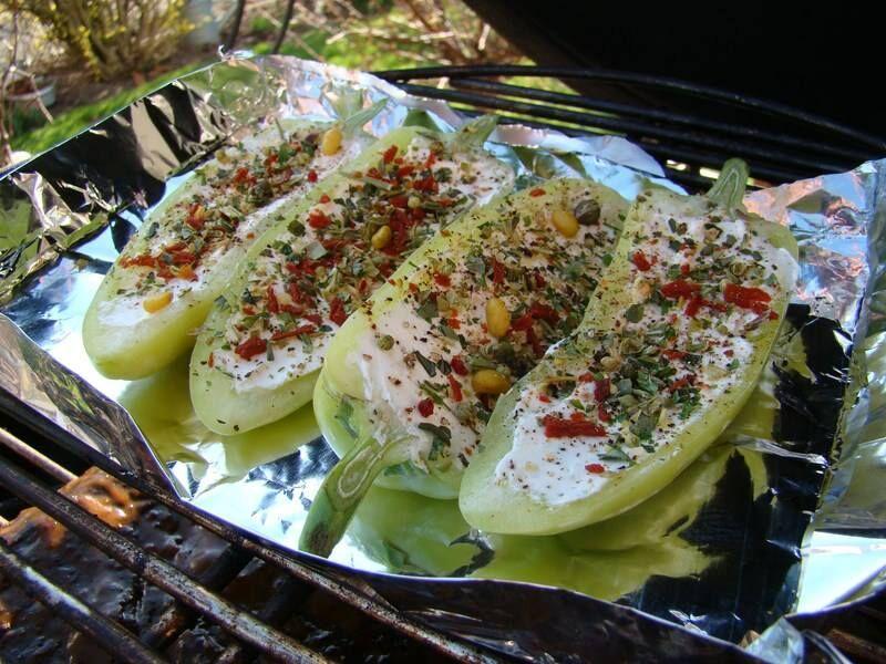 Gefüllte Minipaprika oder Tomaten, Füllung variabel (Frischkäse, Ziegenkäse...)