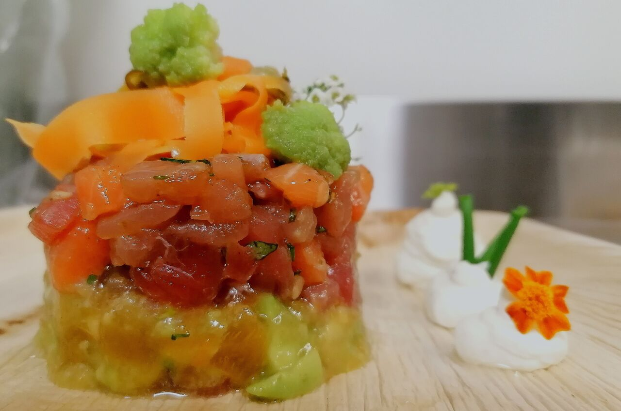 Menu de nouvel an Tartare de thon et saumon/avocats, kaki/ chantilly wasabi