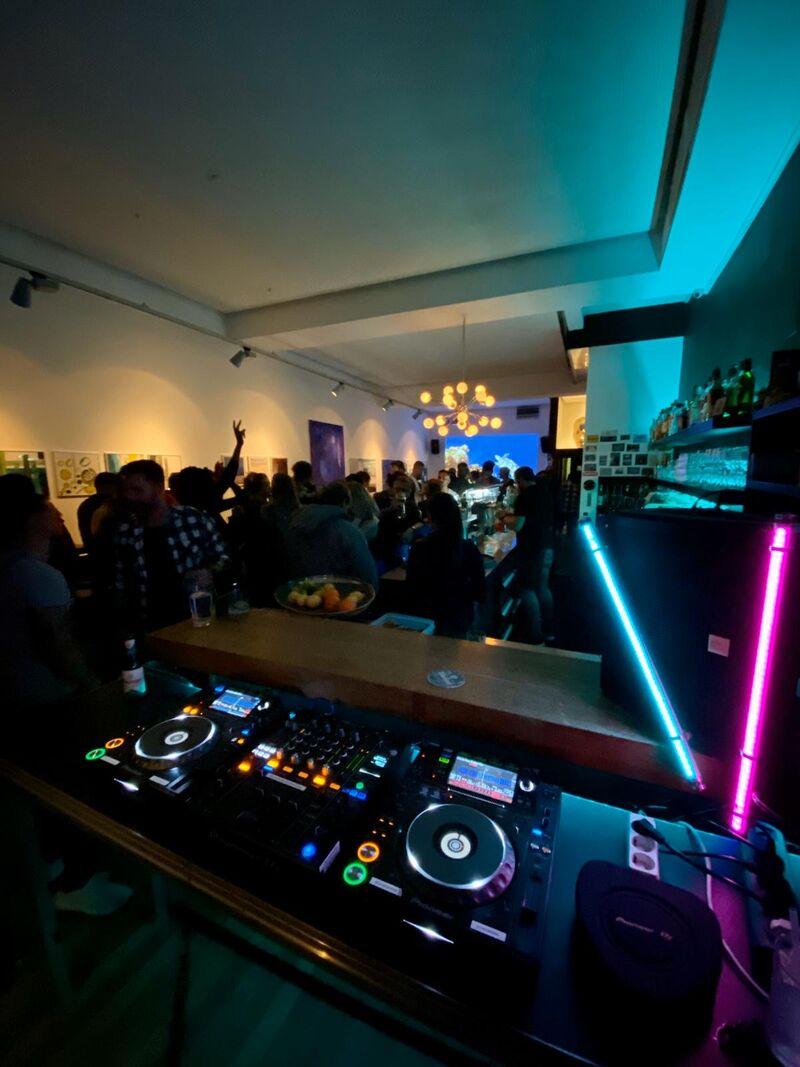 1x im Monat Live DJs