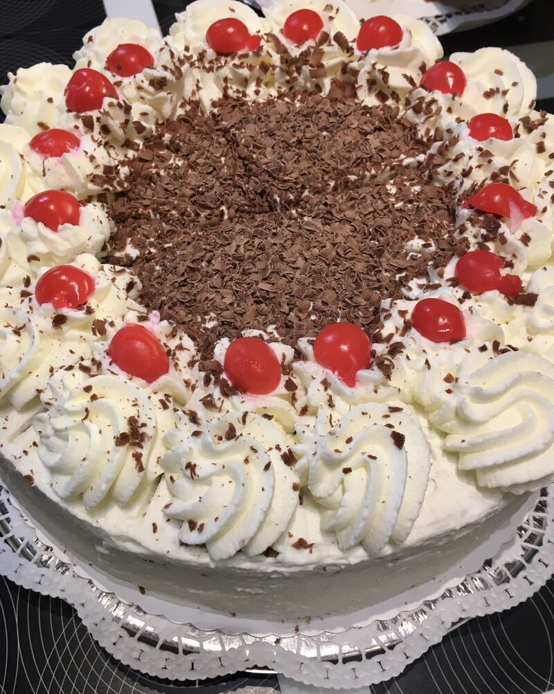 Hausgemachte Kirschtorte/ homemade blackforest gateau