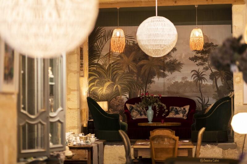 Espace lounge cosy et chaleureux