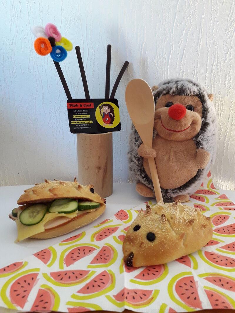 Notre mascotte Pin-Pon et ses petits pains Jambon salade ou concombre poulet? Jambon concombre ou poulet salade?