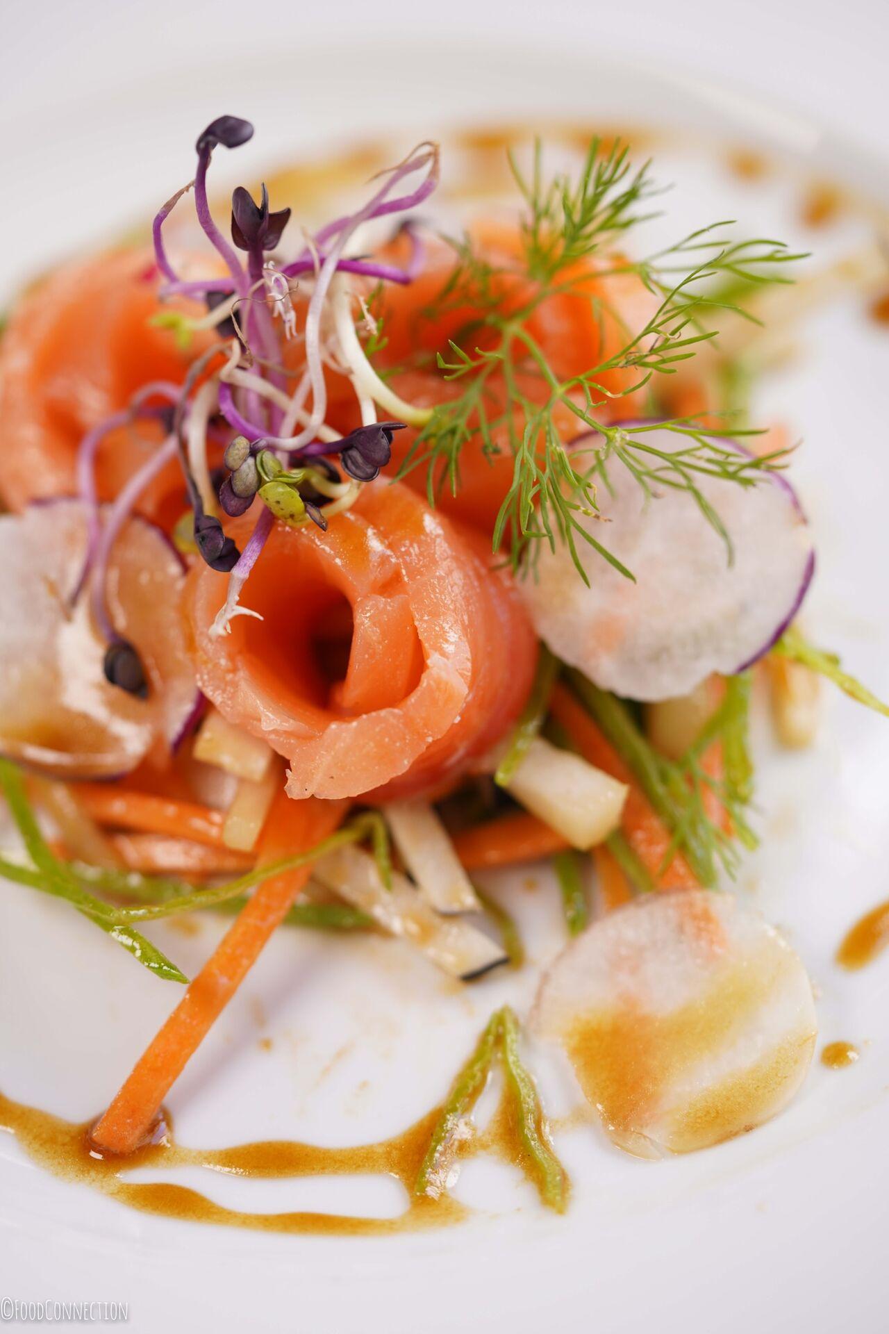 Saumon gravelax au Gin et légumes croquants au Wasabi