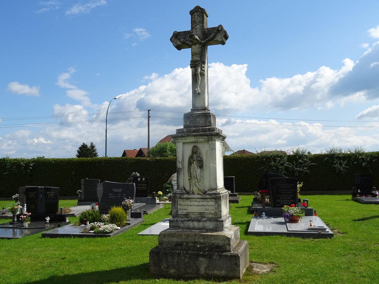 Kreuz am Friedhof Bildein