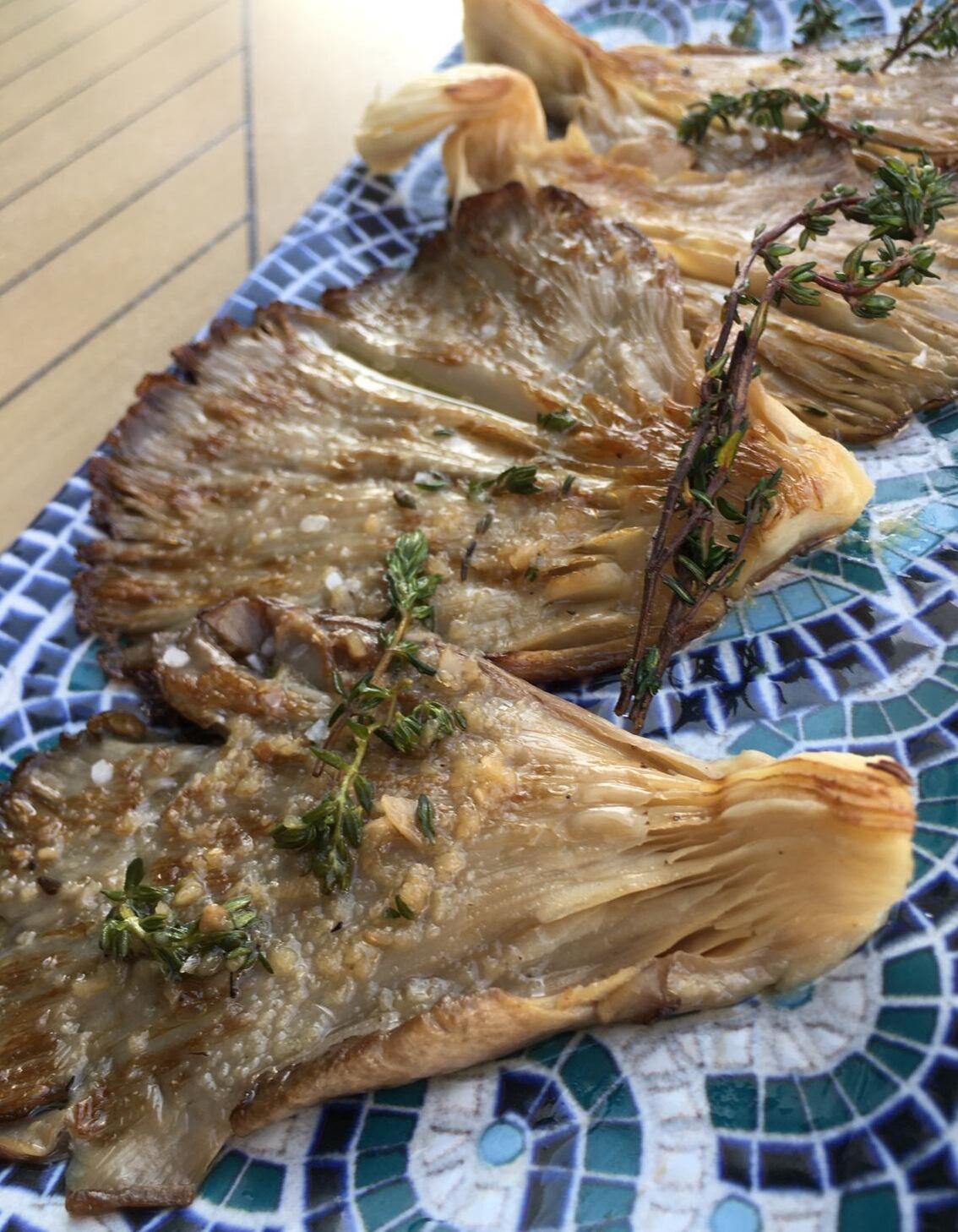 Setas ostra con aceite infusionado en tomillo fresco y ajo