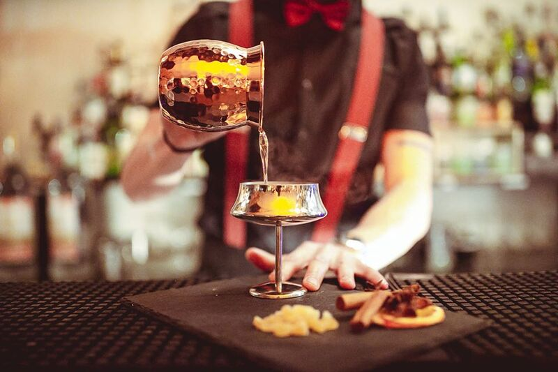 per noi la miscelazione è un'arte e mettiamo la stessa passione per preparare drink con tecniche innovative o i grandi classici!
