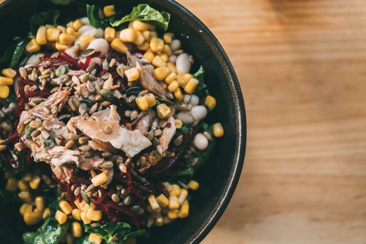 La ensalada te la haces a tu gusto con un montón de ingredientes donde elegir.