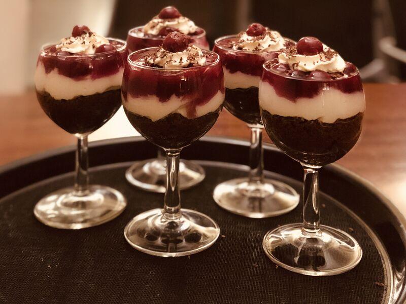 hausgemachtes Schwarzwälder-Kirsch-Dessert