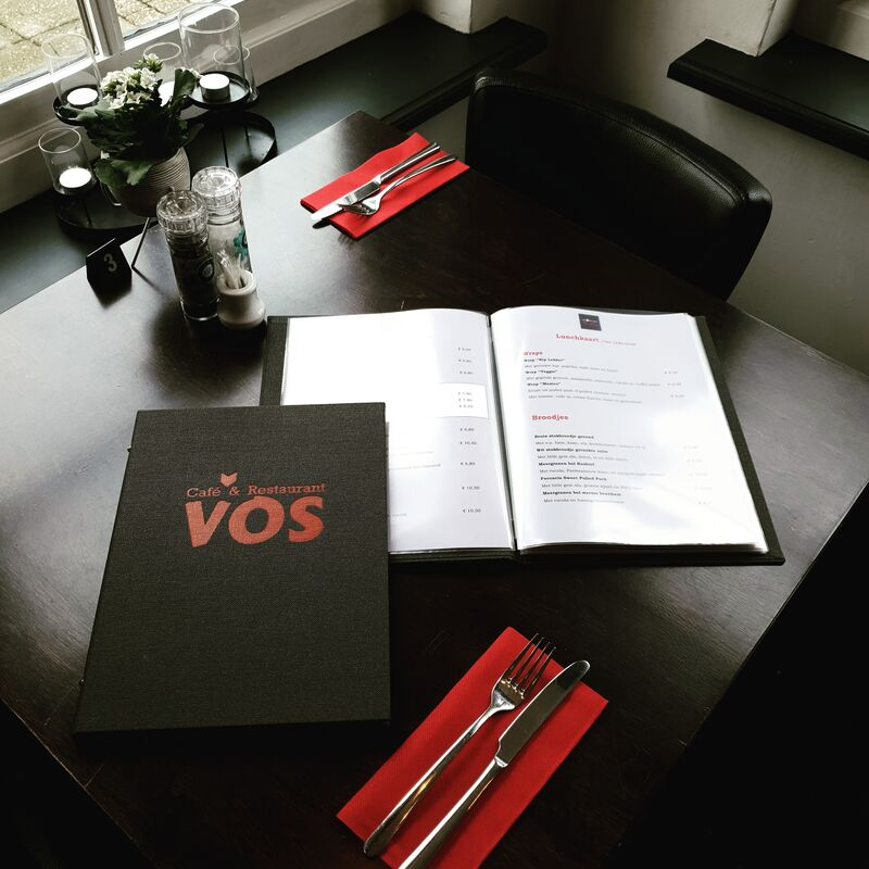 Wij hebben nieuwe menukaarten en de gerechten zijn weer aangepast. Kom gauw weer genieten en lekker eten bij Restaurant Vos!