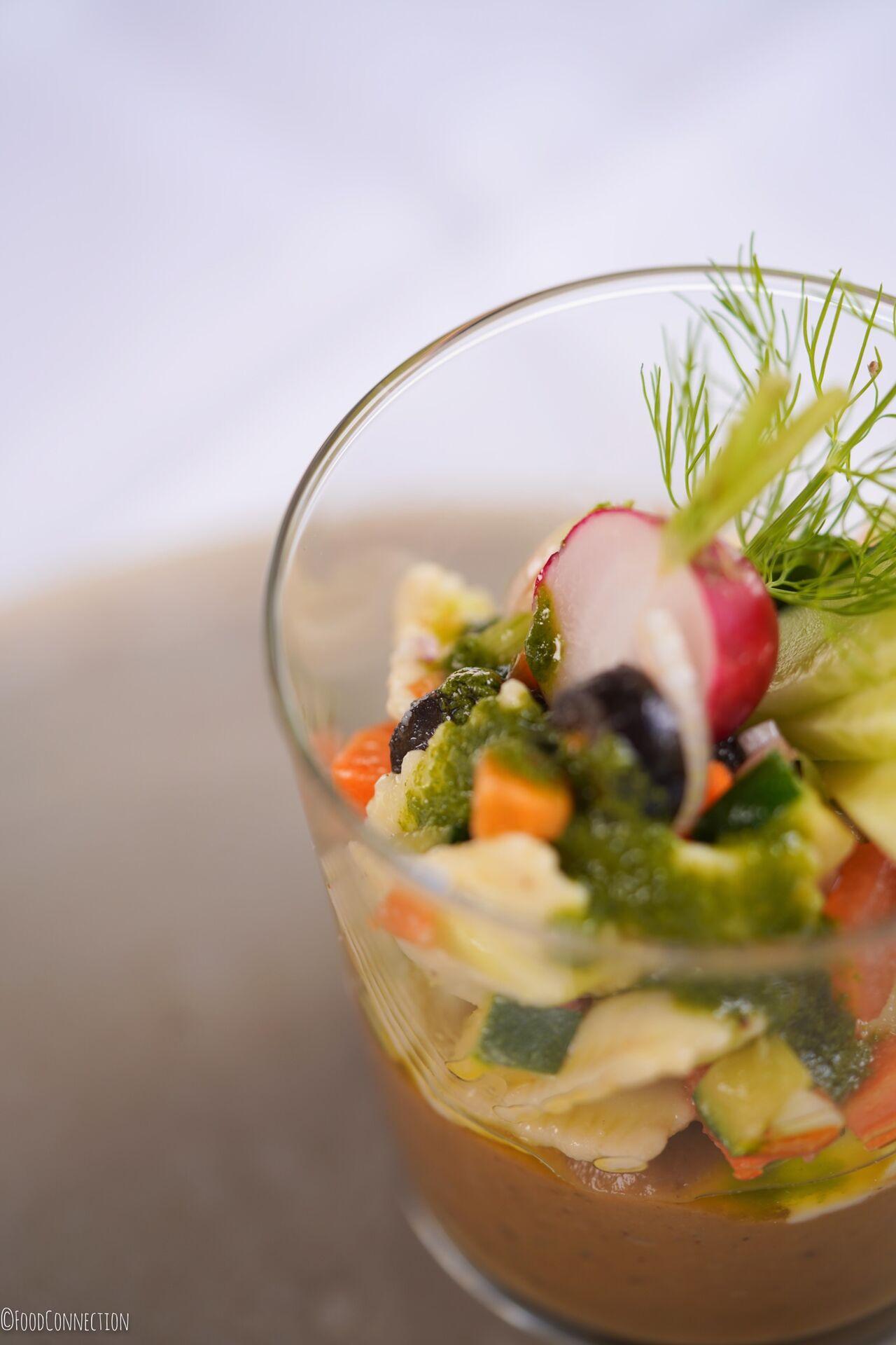 Caviar d'aubergine et ravioles de Romans, brunoises de légumes et basilic frais