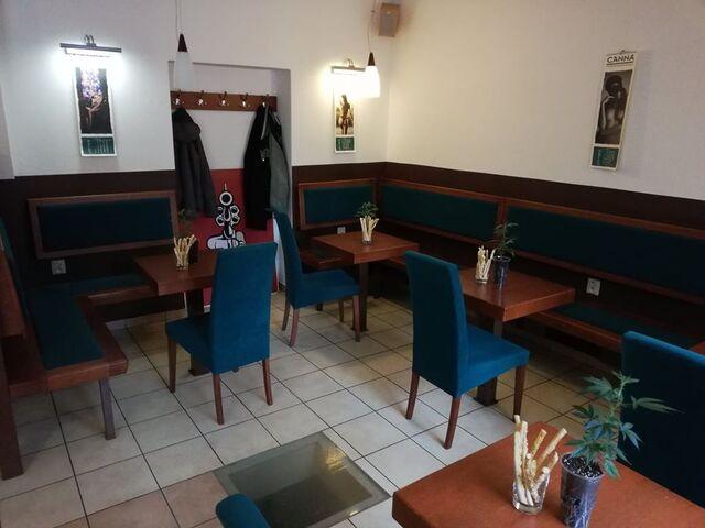 Uvnitř kavárny během CANNA přednášky.