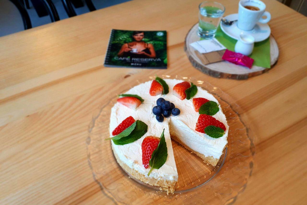Denně pro Vás připravujeme domácí dorty a zákusky, včetně bezlepkových