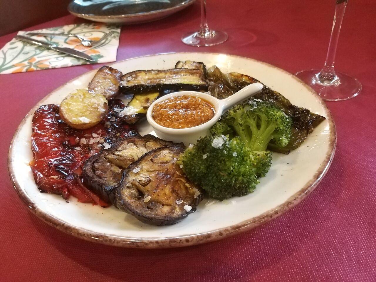 Parrillada de verduras braseadas con salsa romescu