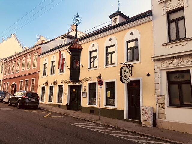 Das Restaurant befindet sich in einem alten, typischen Wiener Gebäude