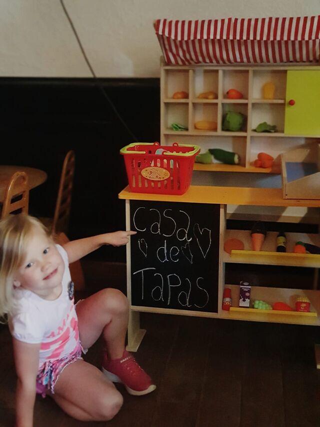 Voor de kinderen is er een leuk speelhoekje en een leuke knutsel menukaart